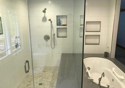 high-end-master-bathroom