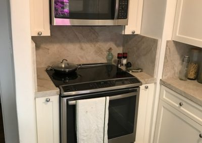 electric-stove-microwave-above