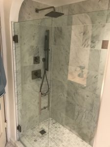 glassed-in shower stall walk-in