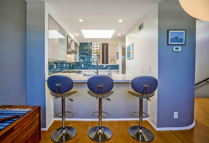 santa-monica-kitchen-condo-remodel-breakfast-bar-stools-kitchen