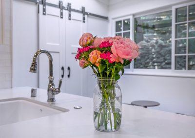 marble-countertop-faucet