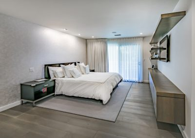 beverly-glen-master-bed