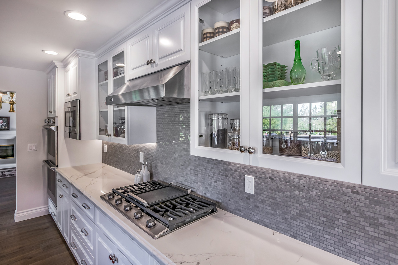 tarzana-stove-top-backsplash