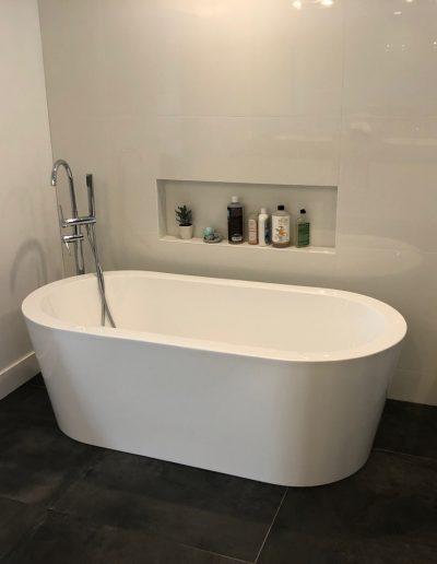 Deep soaking tub