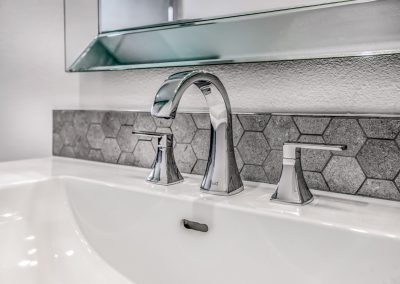 bathroom-sink-hexagon-backsplash