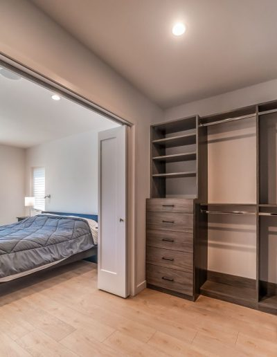 bedroom-walk-in-closet