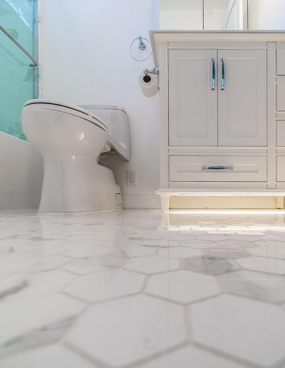 calabasas-bathroom-white-marble-mosaic-floor
