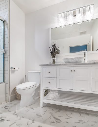 marina-del-rey-white-marble-bathroom