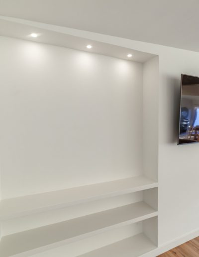 recessed-lights-shelving
